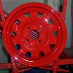 Rote Lackierung auf Stahlfelge